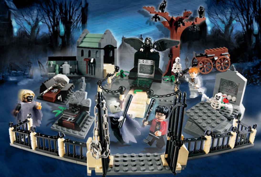 Graveyard Duel (4766) (Image: Brickset.com)